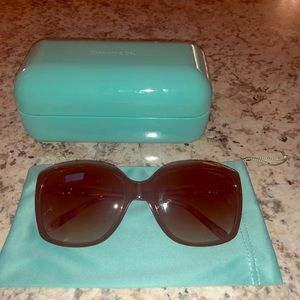 Gorgeous tortie sunglasses by Tiffany & Co
